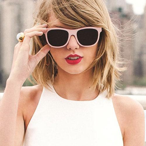 WM-Taylor-Swift-Bio