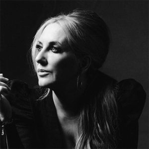 black and white of lee ann womack